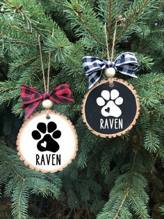 Personalized Pet Ornament, Dog Wood Slice Ornament, Personalized Dog Ornament, New Puppy or Pet Memorial Ornament, Farmhouse Style Ornaments Christmas Ornament Crafts, Dog Ornaments, Christmas Wood, Christmas Signs, Diy Christmas Gifts, Christmas Projects, Holiday Crafts, Handmade Christmas, Christmas Decorations