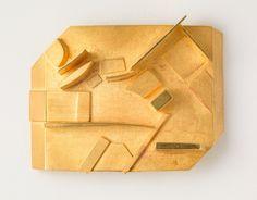 Hermann Jünger, German, 1928-2005. Brooch, 1995. Gold. 4.1 x 5.4 x 1.3 cm (1 5/8 x 2 1/8 x 1/2 inches). Helen M. Danforth Acquisition Fund 2001.20