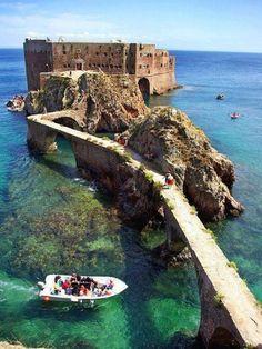 Het Fort van São João Baptista op het onbekende eilandje Berlengas voor de kust van Portugal