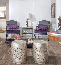 Os elementos clássicos ganharam contorno clean no décor deste apartamento de 430 m², pensado para um jovem casal. por ALESSANDRO DA MATTA