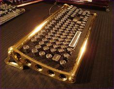 "Steampunk Keyboard the ""von Slatt' - chrome keys, polished brass frame with a black felt faceplate. Arte Steampunk, Steampunk House, Steampunk Design, Steampunk Fashion, Steampunk Couture, Steampunk Keyboard, Retro Look, Retro Style, Dieselpunk"