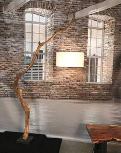 Vloerlamp van verweerde Eikenhouten tak.