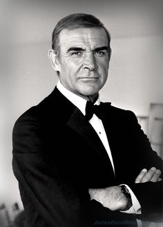 Sean Connery (James Bond), 1983 I always tell my husband he looks like James Bond (only better) when he wears his tux. So handsome! Sean Connery James Bond, Hollywood Stars, Classic Hollywood, Old Hollywood, Hollywood Glamour, Famous Men, Famous Faces, James Bond Watch, Actor