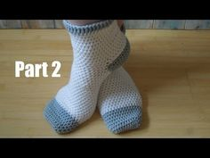 (crochet) How To Crochet Adult Socks - Yarn Scrap Friday. Not recommended for beginners! but always worth a try. Today I show you how to make some adult socks, and how to adjust the pattern for your own size. The beginning is simple but it does get Crochet Socks Tutorial, Crochet Socks Pattern, Crochet Shoes, Crochet Slippers, Easy Crochet Patterns, Crochet Clothes, Knitting Patterns, Crochet Baby, Knit Crochet