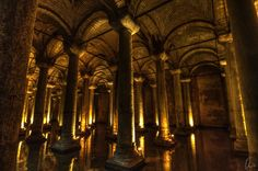 This is the Basilica Cistern, the largest of several hundred Istambul's cisterns. It's near of Hagia Sophia (150 m). It was built in the 6th century during the reign of Emperor Justinian I.