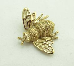 Avon Bee Brooch Pin Gold Metal Detailed 979 by JellyBellyJewels
