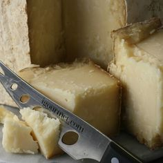 Buttery Browning Gold is filled with long, deep, mouth-filling flavors that are only possible from raw milk, then creamy like an English clothbound cheddar with a touch of sweetness at the end. Bold at first and smooth on the finish,