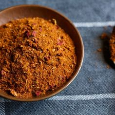 Inside the Spice Cabinet: Ras el Hanout — Spice Intelligence Moroccan Spice Blend, Moroccan Spices, Moroccan Dishes, Moroccan Recipes, Spice Blends, Spice Mixes, Spice Rub, Ras El Hanout Recipe, African Spices