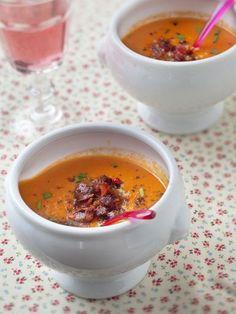 poivre, ciboulette, échalote, crème, oignon, cube de bouillon, huile d'olive, ail, lard, tomate pelée, sel, sucre