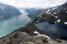 Besseggen, eine Gratwanderung unter Norwegens Wolken