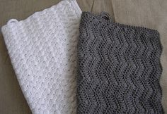 Halager: DIY - Hæklet håndklæde i zigzagmønster Crochet Towel, Knit Crochet, Homemade Potholders, Knitting Patterns, Crochet Patterns, Crochet Ideas, Crochet Placemats, Chrochet, Crochet Stitches