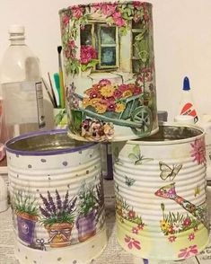 Pin by Mara_Artes on Artes em latas Aluminum Can Crafts, Tin Can Crafts, Diy Home Crafts, Crafts To Make, Aluminum Cans, Garden Crafts, Decoupage Tins, Decoupage Vintage, Decoupage Furniture