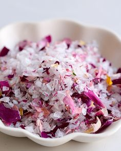 Untreated organic rose petals turn sea salt into a subtly flavored work of art. Homemade Spices, Homemade Seasonings, Jamie Oliver, Roast Beef Wrap, Red Cabbage Salad, Blueberry Ice Cream, Sweet Paul, Curry, No Salt Recipes