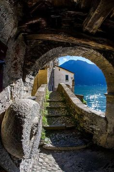Looking for the summer. Places Around The World, Around The Worlds, Travel Divas, Lake Como Italy, Italy Pictures, Holiday Places, Beautiful Places To Visit, Beautiful Buildings, Vacation Spots