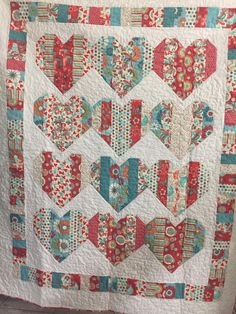 Love Booth - Free Quilt Pattern using Jelly Roll Strips   http://letsquiltsomething.blogspot.com/2015/02/love-booth-free-quilt-pattern-using.html