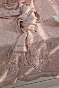 #danieladallavalle #artepura #table #homedecor #madeinitaly #linen #lace