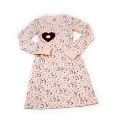 Auf diesem entzückenden Mädchen Nachthemdchen mit einer amarone-farbigen Blüte als Leinwand, kann die smarte Applikation Mary by sticklett angebracht werden. Es haftet darauf aber auch jede beliebig andere sticklett Applikation.Material: 100% schadstoffgeprüfte, ökologische Baumwolle (ÖKO-TEX) Material, Dresses For Work, Fashion, Pink, Night Gown, Dress Work, Appliques, Canvas, Cotton