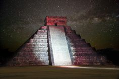 Chichen Itza Photo: The Grand Pyramid, Chichen Itza, Mexico lit at night