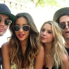 Tyler Blackburn, Shay Mitchell, Ashley Benson at Coachella Shay Mitchell Hair, Pretty Little Liars, John Lennon, Summer Hairstyles, Hair Dos, New Hair, Hair Inspiration, Kylie, Little Liars