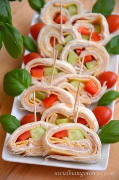 Przekąska z tortilli (Kanapki na imprezę) Tortellini, Caprese Salad, Meals, Cooking, Ethnic Recipes, Party, Food, Impreza, Easter
