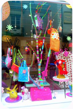 branches covered ... and knitting accessories fleece Love the bright pop of color on the branches, from paillette.org