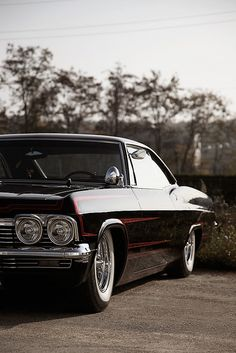 1965 Impala - my all-time most favorite old vehicle in the whole wide world, man i'd love to have a '65 Impala.  whew!!
