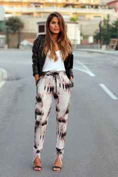 Easy-fit print pants, white T-shirt and leather jacket