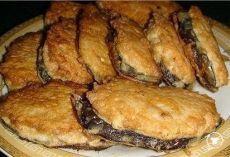 """Жареные баклажаны """"под мясом"""". Просто и вкусно! Оригинальный рецепт """"Сеньор баклажан"""". Ингредиенты: - два баклажана - фарш куриный - 0,5 кг - три яйца - лук репчатый - три зубчика чеснока - масло растительное - мука - соль - перец + ваши любимые специи Приготовление: Нарезаем баклажаны (наискосок), делаем фарш, как на котлеты (мужикам можно использовать """"продажный"""" фарш). На каждый блин из баклажана накладываем фарш, прижимаем и формируем лепешку. Обваливаем…"""