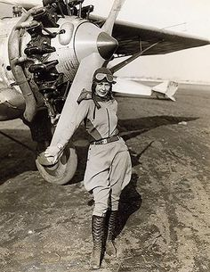 Women pilots such as Amelia Earhart and Elinor Smith captured the public's imagination, with aviation serving as an escapist ideal during a time of financial hardship at home. Panama Red, Female Pilot, Aviators Women, Aviation Art, Jodhpur, Photo Instagram, Women In History, Ancient History, Dieselpunk