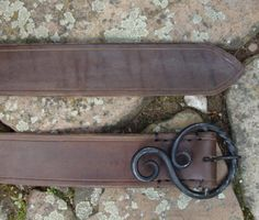 Made of quality leather (usually mm). Forging Knives, Blacksmithing Knives, Forging Metal, Welded Metal Projects, Blacksmith Projects, Welding Projects, Leather Working, Metal Working, Blacksmith Forge