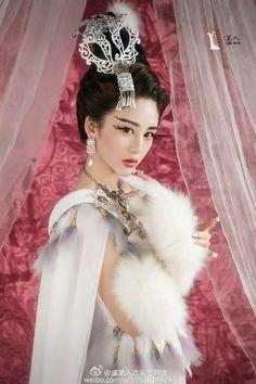 China Fashion, Fashion Art, Asian Woman, Asian Girl, Pacific Girls, Chinese Clothing, Cosplay Outfits, Traditional Dresses, Most Beautiful Women