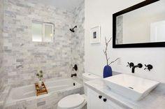 aménagement-petite-salle-bain-idées-blanc-baignoire