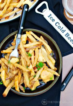 French-Canadian poutine recipe is made of French fries, cheese curds and light brown gravy! Simple appetizer or side dish when you use pre-made fries! Potato Appetizers, Appetizer Recipes, Canadian Poutine, Gravy Fries, Poutine Recipe, Cheese Curds, Potato Skins, Fries In The Oven, French Fries