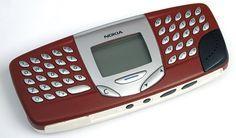 Nokia 5510 , Dios que error el haber comprado este aparato,era gigante ,pesado y una pantallita inútil.