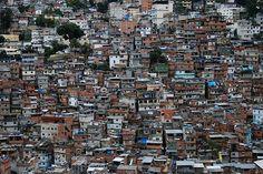 """David Maderit, rapper da zona norte de São Paulo, e o Centro cultural da Juventude Ruth Cardoso (CCJ) nos oferecem um programa dedicado ao RAP. Original e Versão são confrontados no intuito de demonstrar que o RAP é feito de referências, é a arte de citar o cotidiano e os antigos. A cultura popular negra...<br /><a class=""""more-link"""" href=""""https://catracalivre.com.br/geral/dica-digital/indicacao/ouca-o-programa-de-rap-conhece-essa/"""">Continue lendo »</a>"""