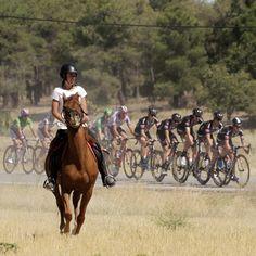 La Vuelta a Espana 2015 Stage 19 horse riding a Fotón de jamiguelez