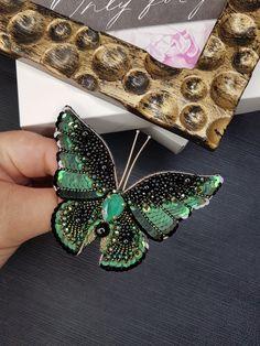 Bead Jewellery, Resin Jewelry, Jewelry Gifts, Beaded Jewelry, Bead Embroidery Patterns, Bead Embroidery Jewelry, Beaded Embroidery, Beaded Brooch, Brooch Pin