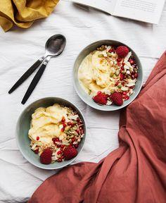 Nyttig frukostglass med banan och mango. Vegetarian Recipes, Healthy Recipes, Breakfast Snacks, Morning Food, Healthy Snacks, Brunch, Cravings, Food And Drink, Yummy Food