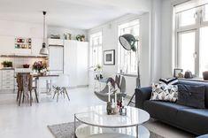 amueblar para alquilar: 8 claves decorativas que funcionan. Scandinavian Design, Decoration, Modern Interior, Interior Design, Small Spaces, Beautiful Homes, Minimalism, Gallery Wall, Dining Table