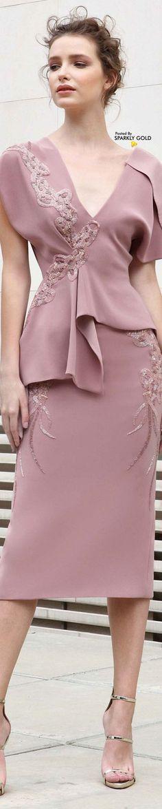Spring 2018 Basil Soda v Pink Fashion, Fashion 2018, Womens Fashion, Estilo Fashion, Celebrity Dresses, Celebrity Style, Fashion Details, Fashion Boutique, Beautiful Dresses