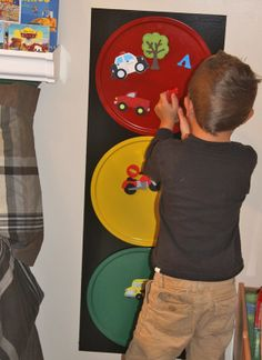 #DIY #Crafts #Kids traffic light magnet board from pizza pans..cute for a car bedroom @Indra Paasse Fortney Secrets of Busy Moms