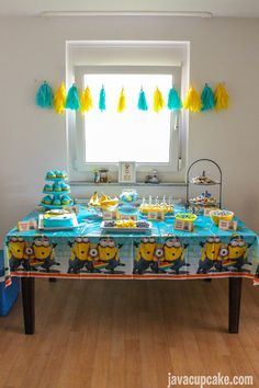 Get ideas for your Minion Birthday Party with everything from food, decor, cake and games! Minions Birthday Theme, Minion Party, Twin Birthday Parties, Birthday Fun, Birthday Ideas, Torta Minion, Cake Pops, First Birthdays, Creations