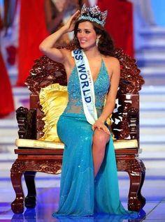 Miss Peru Maria Julia Mantilla Garcia, an aspiring high school teacher, was crowned Miss World Maju Mantilla, Pageant Questions, Megan Young, Miss Mundo, World Winner, Pageant Girls, Fashion Idol, Miss World, Beautiful Inside And Out