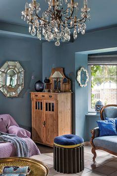 Amenajare în albastru cobalt și ceramică pictată manual New Orleans Decor, Entryway Bench, Interior Design, Plays, Blueberry, Design Ideas, Houses, Rooms, French