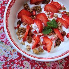 Strawberries, muesli, dried mulberry, mint and yogurt
