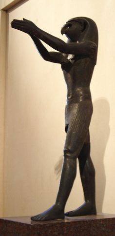 Statuette d'Horus exposée dans la section antiquité égyptienne du musée du Louvre. ▓█▓▒░▒▓█▓▒░▒▓█▓▒░▒▓█▓ Gᴀʙʏ﹣Fᴇ́ᴇʀɪᴇ ﹕ Bɪᴊᴏᴜx ᴀ̀ ᴛʜᴇ̀ᴍᴇs ☞  http://www.alittlemarket.com/boutique/gaby_feerie-132444.html ▓█▓▒░▒▓█▓▒░▒▓█▓▒░▒▓█▓