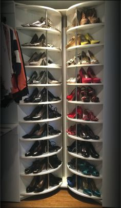 Lazy Lee - Spinning Shoe Rack closet system Yes please. Closet Bedroom, Master Closet, Closet Space, Walk In Closet, Corner Closet, Bedroom Small, Diy Bedroom, Attic Closet, Wardrobe Closet