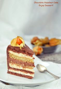Tort cu ciocolata si lichior de alune Chocolate Hazelnut Cake, Homemade Chocolate, Chocolate Cakes, Piece Of Cakes, Something Sweet, Tiramisu, Ice Cream, Sweets, Ethnic Recipes
