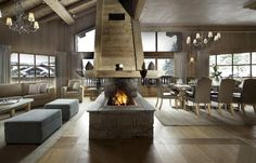 Chalet Adriene cosily sleeps up to 10 people. It boasts limitless views and 5 enchanting bedrooms. Perfect for groups of friends, this self catering chalet for rent in Courchevel is a great option for French Alps ski holidays. Alpine Modern, Courchevel 1850, Modern Mountain Home, Location Saisonnière, Rustic Home Design, Ski Chalet, Fireplace Design, Fireplace Ideas, Cabin Homes