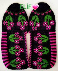 #selamunaleykum #günaydın #patik #beşşiş #patikmodelleri #beğeni #bohça #elişi #elemeği #knitting #handmade #crochet #craft #sunum… Knitting Socks, Christmas Sweaters, Crocs, Crocheted Flowers